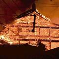 正殿1階北側から発火したと見られている炎は北殿や南殿に燃え移
