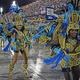 「リオのカーニバル」のサンバパレード=2020年2月、ブラジル・リオデジャネイロ(AFP時事)
