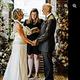 記憶を失った男性とその妻、2回目の結婚式を挙げる(画像は『Oh Hello Alzheimer's 2021年5月3日付Facebook「VOW RENEWAL. LIFE IS  DANCE」』のスクリーンショット)