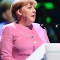 """ドイツ代表の""""勝利の女神""""、メルケル首相がドルトムントへの支"""