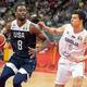 FIBAバスケットボール・ワールドカップ、5〜8位決定予備戦、セルビア対米国。セルビアのウラジーミル・ルチッチ(右)とマッチアップする米国のハリソン・バーンズ(2019年9月12日撮影)。(c)Jayne Russell / AFP