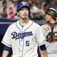 6回、無死一、二塁の好機でバントを失敗し捕邪飛に倒れた中日・阿部=ナゴヤドーム(C)Kyodo News
