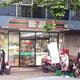 日本より小さめの店舗で、商品の種類も少ないタイのセブン-イレブン。運営するのはタイ最大の複合企業「CPグループ」だ Photo by San Miguel Chikuzen(以下同)