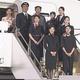 日本航空が新制服を発表 初めて客室乗務員にパンツスタイルを導入