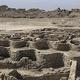 エジプト・ルクソール近郊で発見された古代都市遺構(2021年4月10日撮影)。(c)Khaled DESOUKI / AFP