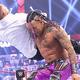 ダミアン(右)はミズにチョークスラムを決めたが…(©2021-WWE,-Inc.-All-Rights-Reserved.)