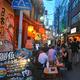 3日連続で新型コロナウイルスの感染者が200人を超えた東京都内では「夜の街」にもにぎわいが戻ってきている=11日午後6時32分、東京都港区