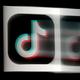 中国の動画共有アプリ「ティックトック」のロゴ(2020年8月3日撮影)。(c)Olivier DOULIERY / AFP