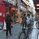 外国人客らが散策を楽しむ大阪・中崎地区の路地裏。勝手に店内の写真を撮るなどの迷惑行為も急増しているという=6月、大阪市北区