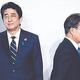 韓国の文在寅大統領が6月28日、大阪で開かれた20カ国・地域(G20)首脳会議(サミット)歓迎式で安倍晋三首相(左)と8秒間握手した後に移動している。[写真 青瓦台写真記者団]