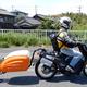 今回の電動バイクは原付扱い。濡らしたくない電気機器類を入れたトレーラーを牽引しているため、制限速度は時速25キロ