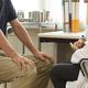 椎間板ヘルニア治療…「保存的治療」を勧める医師が多いワケ