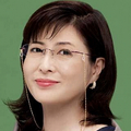 CMに出演する、タレントの岡江久美子さん