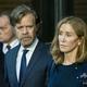 夫で俳優のウィリアム・H・メイシー氏に付き添われ、米ボストンの裁判所を去る女優のフェリシティ・ハフマン被告(右、2019年9月13日撮影)。(c)Joseph Prezioso / AFP