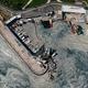 トルコ・イスタンブールのマルマラ海沿岸の港を覆う粘液(2021年6月8日撮影)。(c)Yasin Akgul / AFP
