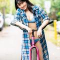 大和田南那ファースト写真集「りすたあと」(刊行:ワニブックス