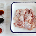 調味料と鶏モモ肉