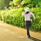 ウオーキングは「大きめ歩幅」で!夕方老眼を防ぐ生活習慣