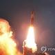 合同参謀本部によると、北朝鮮は16日朝、江原道・通川付近から朝鮮半島東の東海上に未詳の飛翔体を2発発射した。写真は北朝鮮が過去に発射した飛翔体=(聯合ニュース)≪転載・転用禁止≫