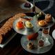 パレスホテル東京「秋のアフタヌーンティー」キャラメルケーキ&濃厚抹茶のオペラなど