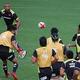 「ボールインプレー」を伸ばそうと、日本代表は猛練習。松島(右奥)からリーチ(左奥)へパスを通す