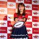 トップリーグ・NTTドコモレッドハリケーンズのチーム公式アンバサダーに就任し、笑顔でポーズをとる渋谷凪咲(撮影・長嶋 久樹)