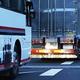 トラックは80km/h! バスは最高120km/h! 同じ大型車なのに最高速度規制が違うワケ