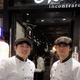 シェフ姿で1日店長を務めた楽天・松井(左)と高梨=仙台市内