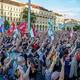 ハンガリーの首都ブダペストで行われた、中国・復旦大学のキャンパス建設に反対するデモ(2021年6月5日撮影)。(c)FERENC ISZA / AFP