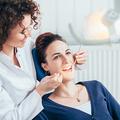 歯医者を受診する女性