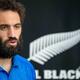 メディアの取材に応じるラグビーニュージーランド代表のサム・ホワイトロック(2019年10月11日撮影)。(c)Odd ANDERSEN / AFP