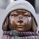 旧日本軍の慰安婦被害者を象徴する「平和の少女像」=(聯合ニュース)