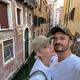 ベネチアで休暇を過ごすケイティとオーランド(画像は『Orlando Bloom 2021年6月16日付Instagram「dump and a kiss under the bridge for good luck」』のスクリーンショット)