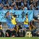 サッカー親善試合、川崎フロンターレ対チェルシー。得点を挙げ歓喜する川崎フロンターレのレアンドロ・ダミアン(左手前、2019年7月19日撮影)。(c)Kazuhiro NOGI / AFP