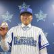 DeNAの球団事務所で入団会見に臨んだ有吉投手