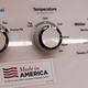 米中貿易戦争の中で「メイド・イン・アメリカ」をうたう広告が貼られた米ゼネラル・エレクトリック製の洗濯機 Photo:AP/アフロ