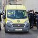 英ロンドンのキング・エドワード7世病院を出る救急車(2021年3月1日撮影)。(c)Tolga Akmen / AFP