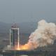 原衛星発射センターから打ち上げられる長征4Bロケット(Credit:新華網日本語版)