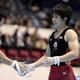 第66回体操全日本団体・種目別選手権が代々木第一体育館で開催された。 4日に行われた種目別決勝のゆかで、順天堂大の加藤凌平が初優勝し、あん馬でも初の準優勝を獲得した。  写真は、鉄棒に挑む加藤凌平の姿。 (写真:フォート・キシモト)  [2012年11月4日、代々木第一体育館/東京]
