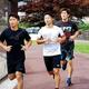 走り込みを行う(左から)井上尚弥、弟の拓真、いとこの浩樹
