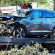米カリフォルニア州ランチョパロスベルデスで、事故を起こして破損したタイガー・ウッズ選手の車(2021年2月23日撮影)。(c)Frederic J. BROWN / AFP