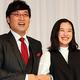 結婚会見に臨んだ蒼井優(右)と南海キャンディーズ山里亮太(2019年6月5日撮影)