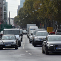 市街地では50キロや30キロの速度規制を守り、無理な割り込み