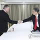 5月にソウルで会談したときのビーガン氏と金氏(資料写真)=(聯合ニュース)