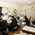 宮崎摩耶先生のオフィス。奥に居るのが宮崎先生でほかはアシスタ