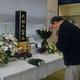 参列者が献花し、殺処分された犬や猫を追悼した