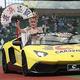 セレモニアルピッチを務める小林幸子はスーパーカー「ランボルギーニ」に乗ってグラウンドに登場、ファンのみならず選手らの度肝を抜いた=メットライフドーム(西武ドーム)(撮影・尾崎修二)