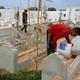 海上で亡くなった移民のための墓地。チュニジアの沿岸都市ザルジスで(2021年6月1日撮影)。(c)FATHI NASRI / AFP