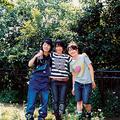 左より高橋久美子(ドラム)橋本絵莉子(ギター、ボーカル)、福