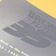 「エンボスニス加工」という特殊印刷が用いられている